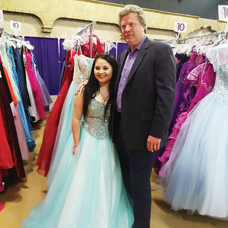 Beautiful Moments of Kindness\' Highlight Prom Dress Weekend in ...